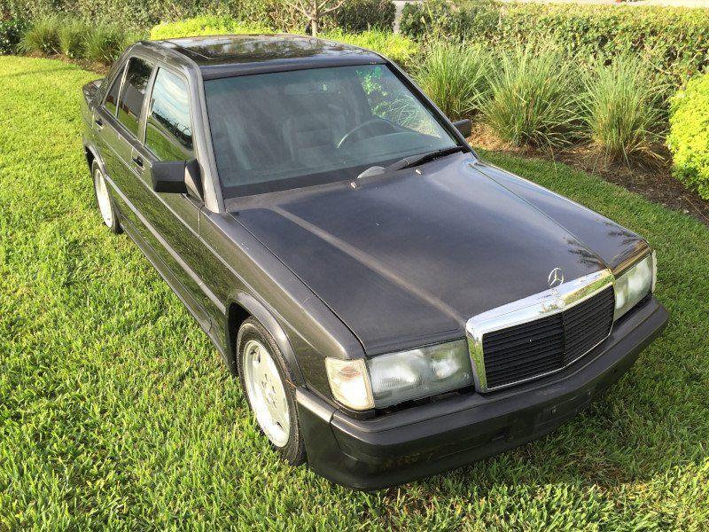 1986 mercedes benz 190e vendre annonces voitures anciennes de. Black Bedroom Furniture Sets. Home Design Ideas